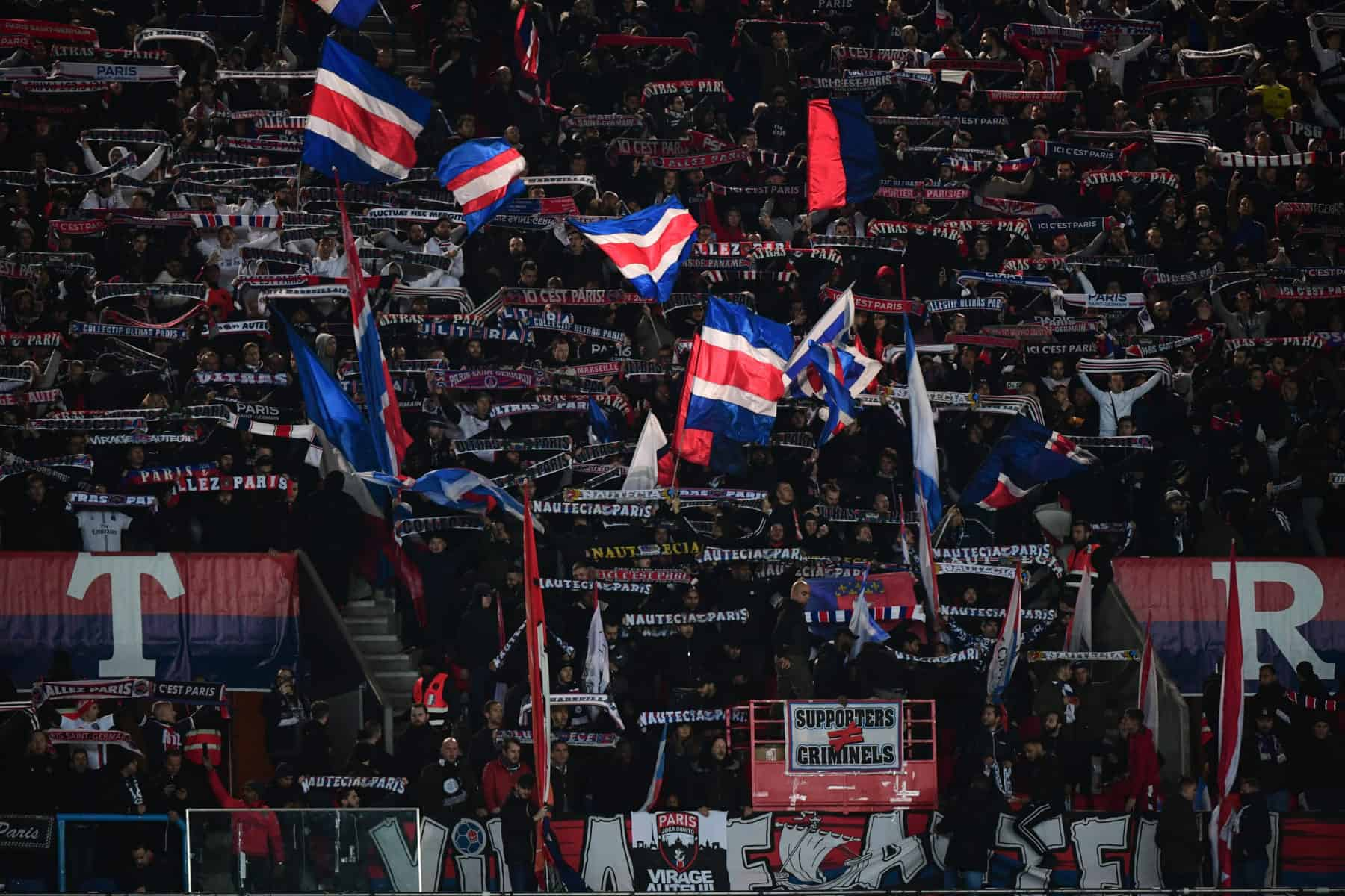 Concert de Jul : des supporters du PSG attaquent des fans de l'OM