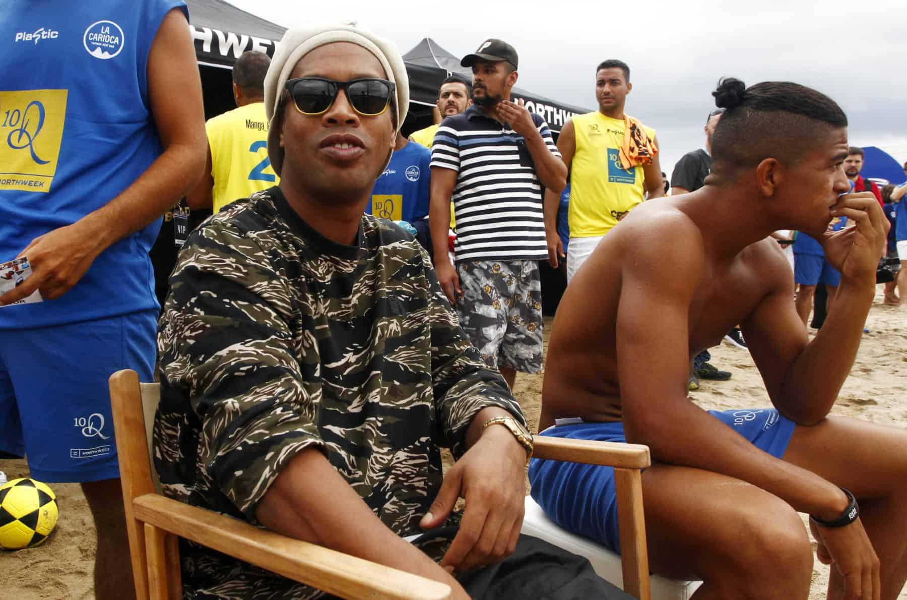 Ronaldinho : maintenu en prison, des détenus se battent pour lui